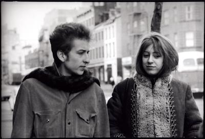 Suze Rotolo y Bob Dylan. Foto cortesía de Barlin Libros