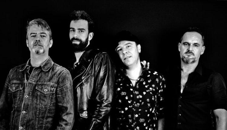 Los Fusiles: Juanlu Cordero (bajo y coros), Pablo Cuevas (voz y guitarra), Quique Ruiz (guitarra y coros) y Pablo Guinea (batería).
