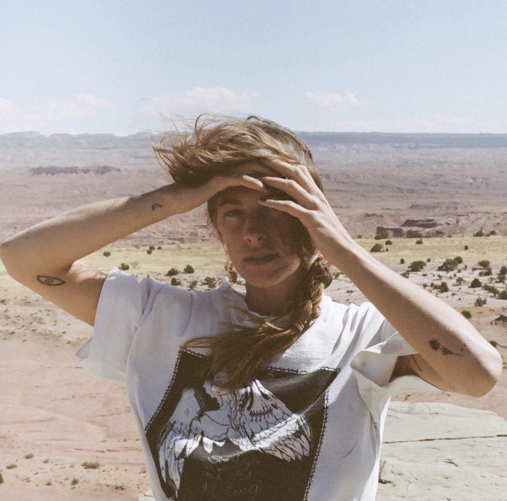 El álbum debut de Indigo Sparke 'Echo' ha sido coproducido por Adrianne Lenker. Una oda profunda e íntima a la muerte, la decadencia y el sentimiento inquietante de querer pertenecer a algo más grande.
