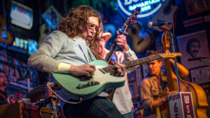 Daniel Donato nos sumerge y embruja en su mágico country cósmico. Guitarra virtuosa y guiños a los Dead. Disco maravilloso.