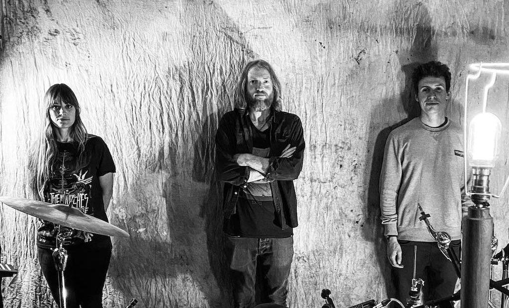 Ruarri Joseph, The Conqueror,  vuelve a deleitarnos con el tercer disco de su banda que como bien define él mismo combina a la perfección el lodo del Delta y la luz de California.