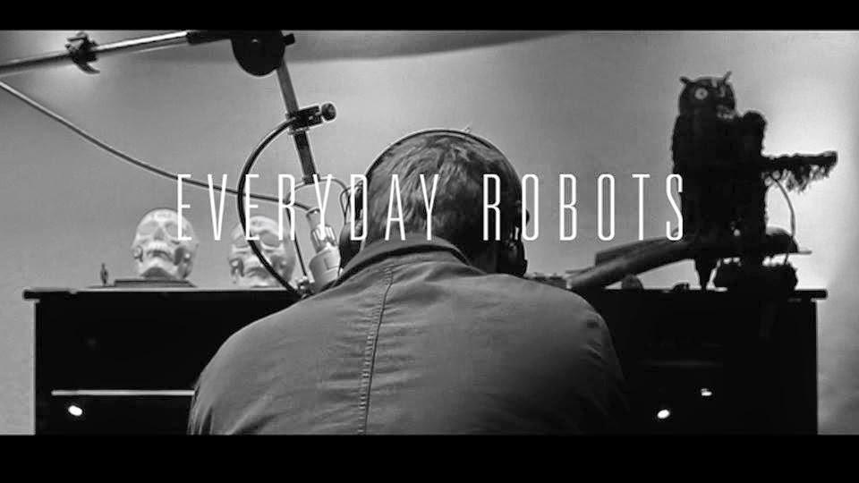 El primer disco en solitario de Damon Albarn es una obra maestra que se disfruta a fuego lento, repleta de melodías electrónicas en su mayoría, tristes, melancólicas, ensoñadoras.