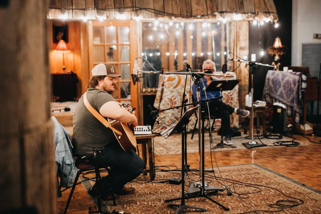 Vincent Neil Emerson firma diez canciones sobresalientes de pura americana, sinceras, autobiográficas y emocionantes