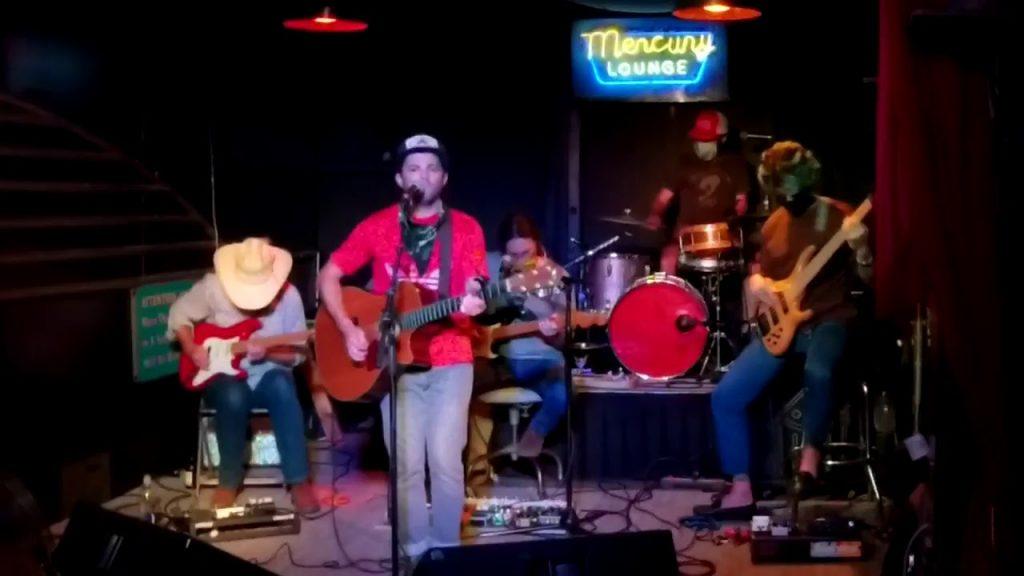 """No Offense, Nevermind, Sorry"" el discazo de la banda de Tulsa, Pilgrim, comandada por un inspiradísimo Beau Roberson"